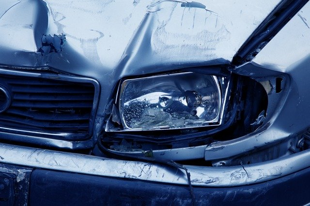 Unfallwagen, Versicherung muss kontaktiert werden!